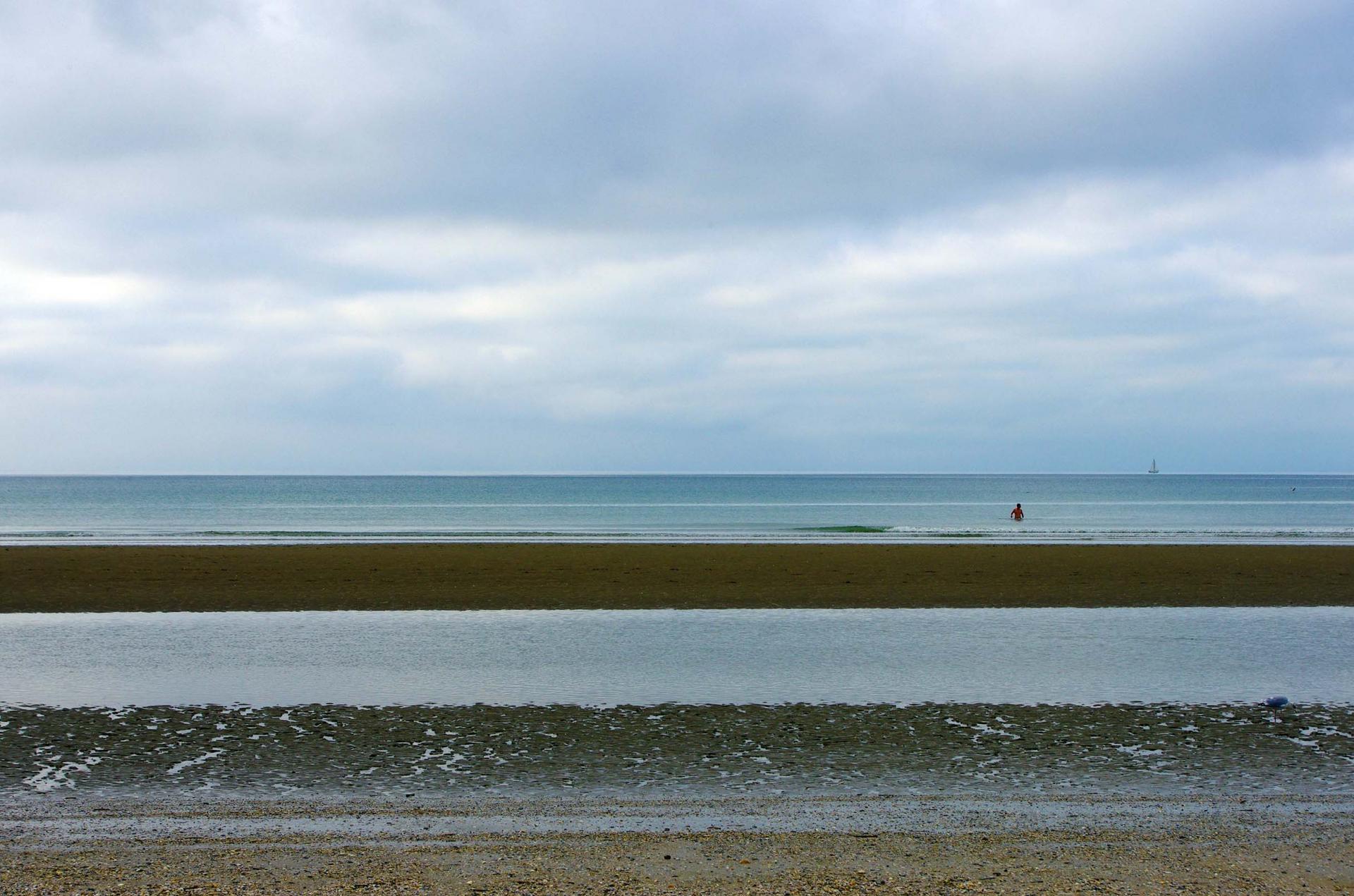 Plage de Deauville : bandes colorées